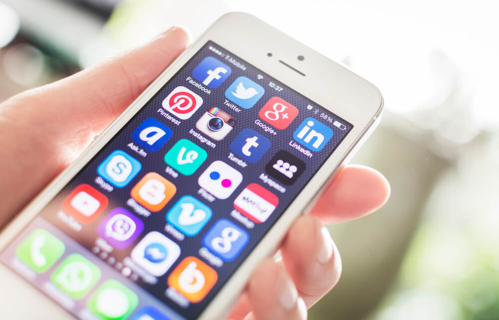 Agents Benefit From Social Media